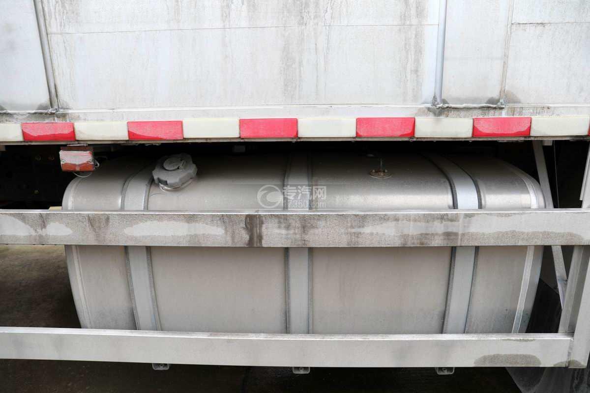 东风柳汽乘龙H5小三轴国六铝合金畜禽运输车油箱