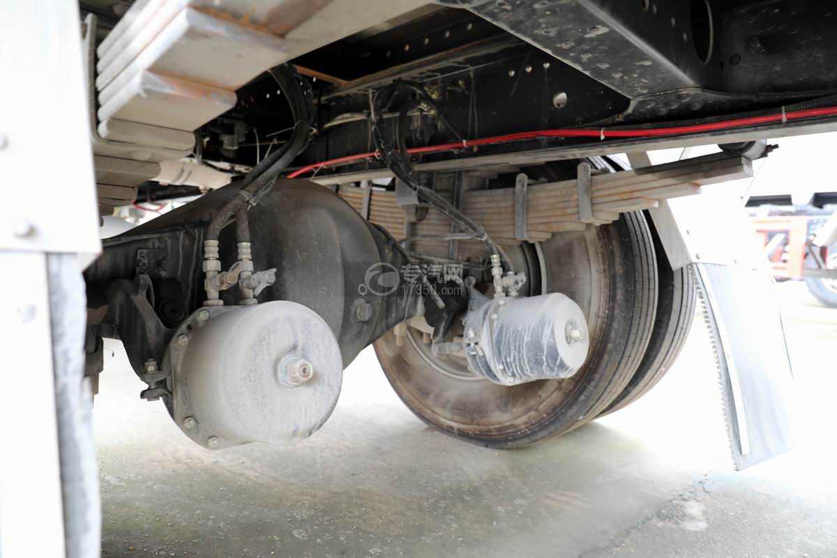 东风柳汽乘龙H5小三轴国六铝合金畜禽运输车后桥细节