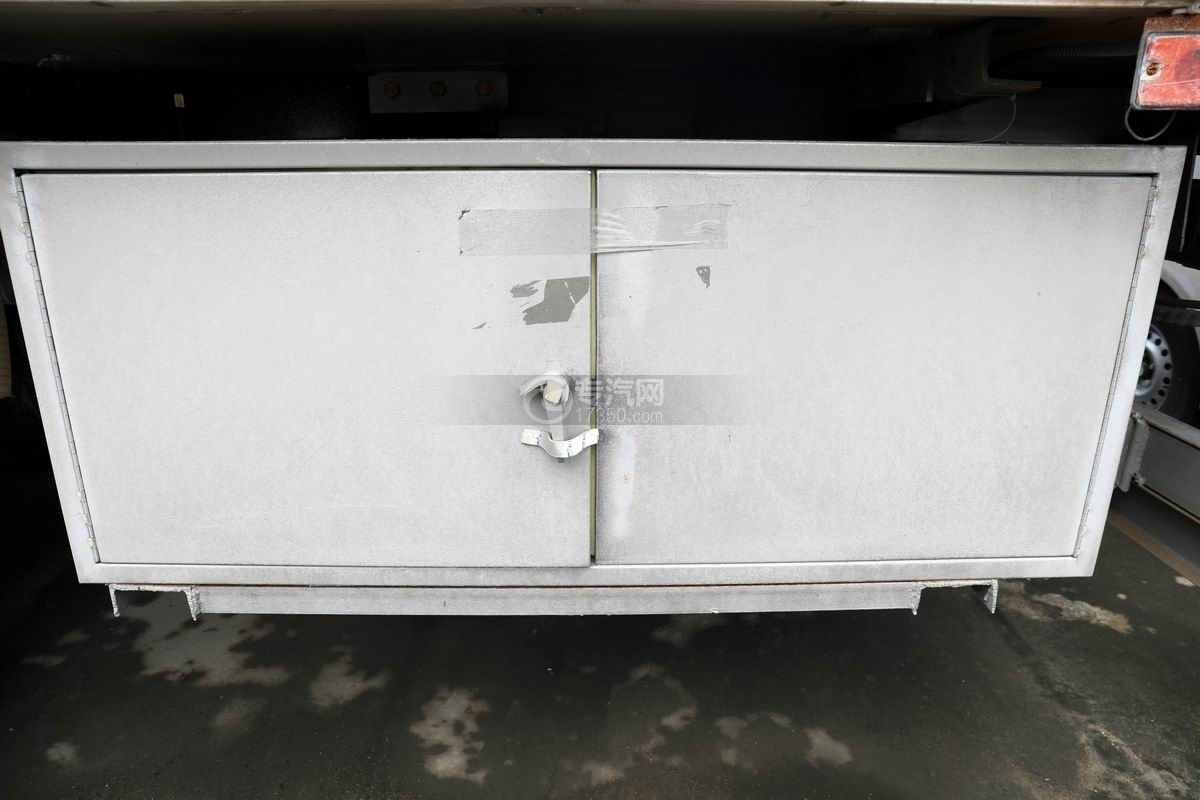 东风柳汽乘龙H5小三轴国六铝合金畜禽运输车工具箱
