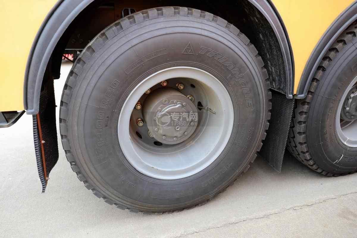 重汽豪沃T7H前四后八国六拖吊联体清障车轮胎