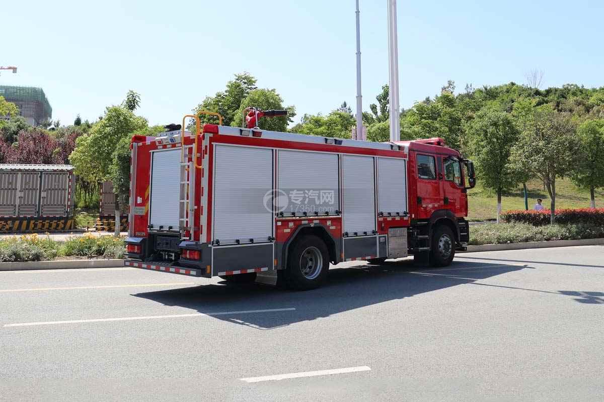 重汽汕德卡双排国六压缩空气泡沫消防车侧后方图