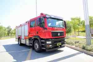 重汽汕德卡双排国六压缩空气泡沫消防车图片