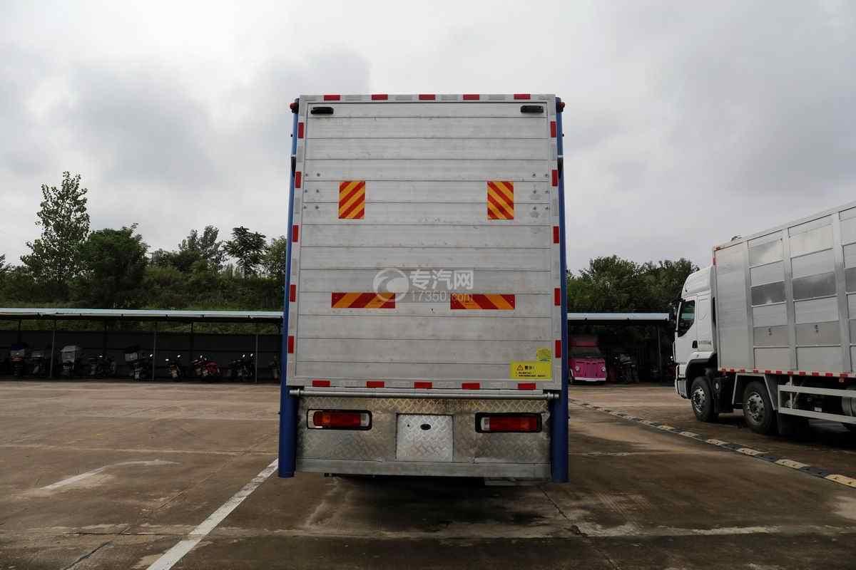 解放J6L单桥国六铝合金畜禽运输车(新款)正后图