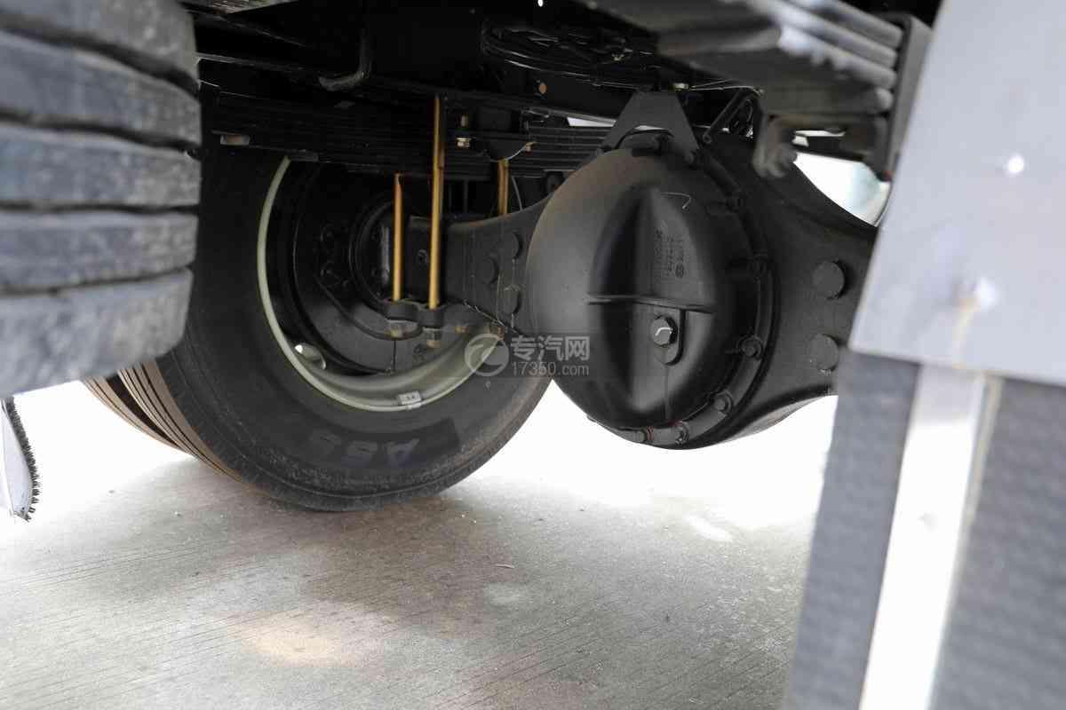 解放J6L单桥国六铝合金畜禽运输车(新款)后桥细节