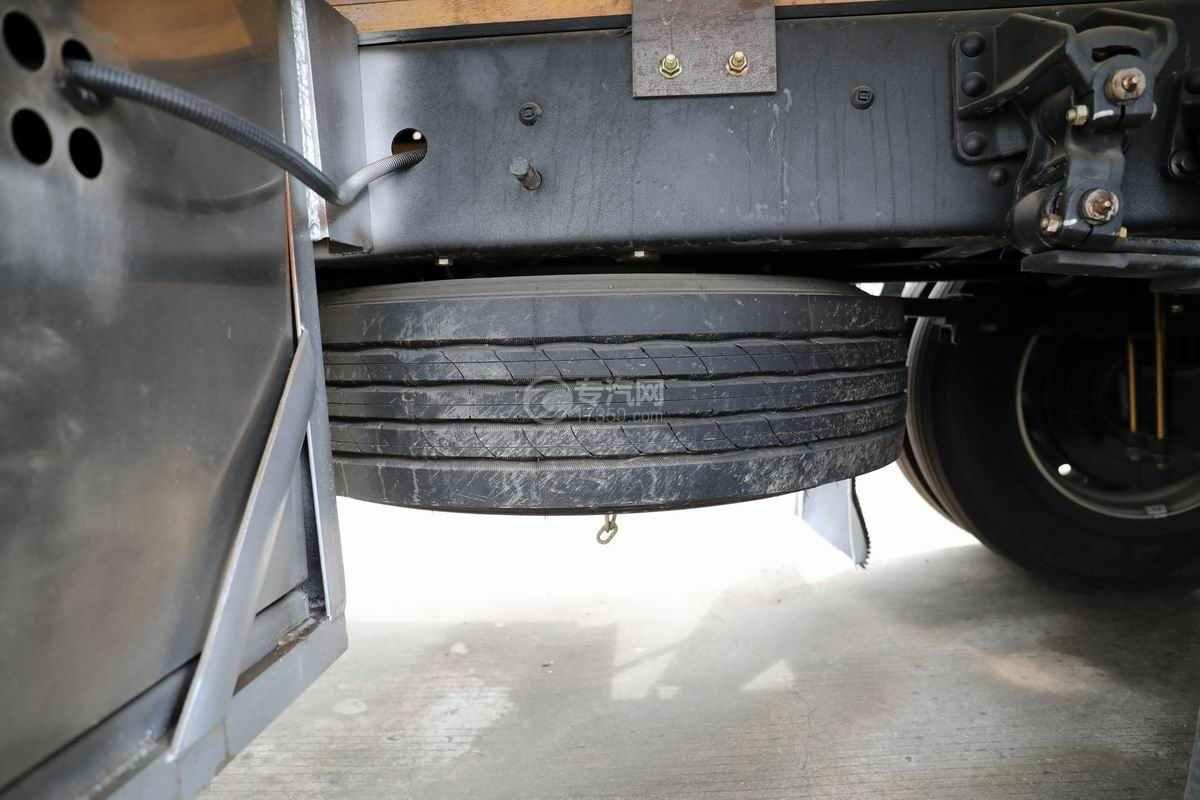 解放J6L单桥国六铝合金畜禽运输车(新款)备胎