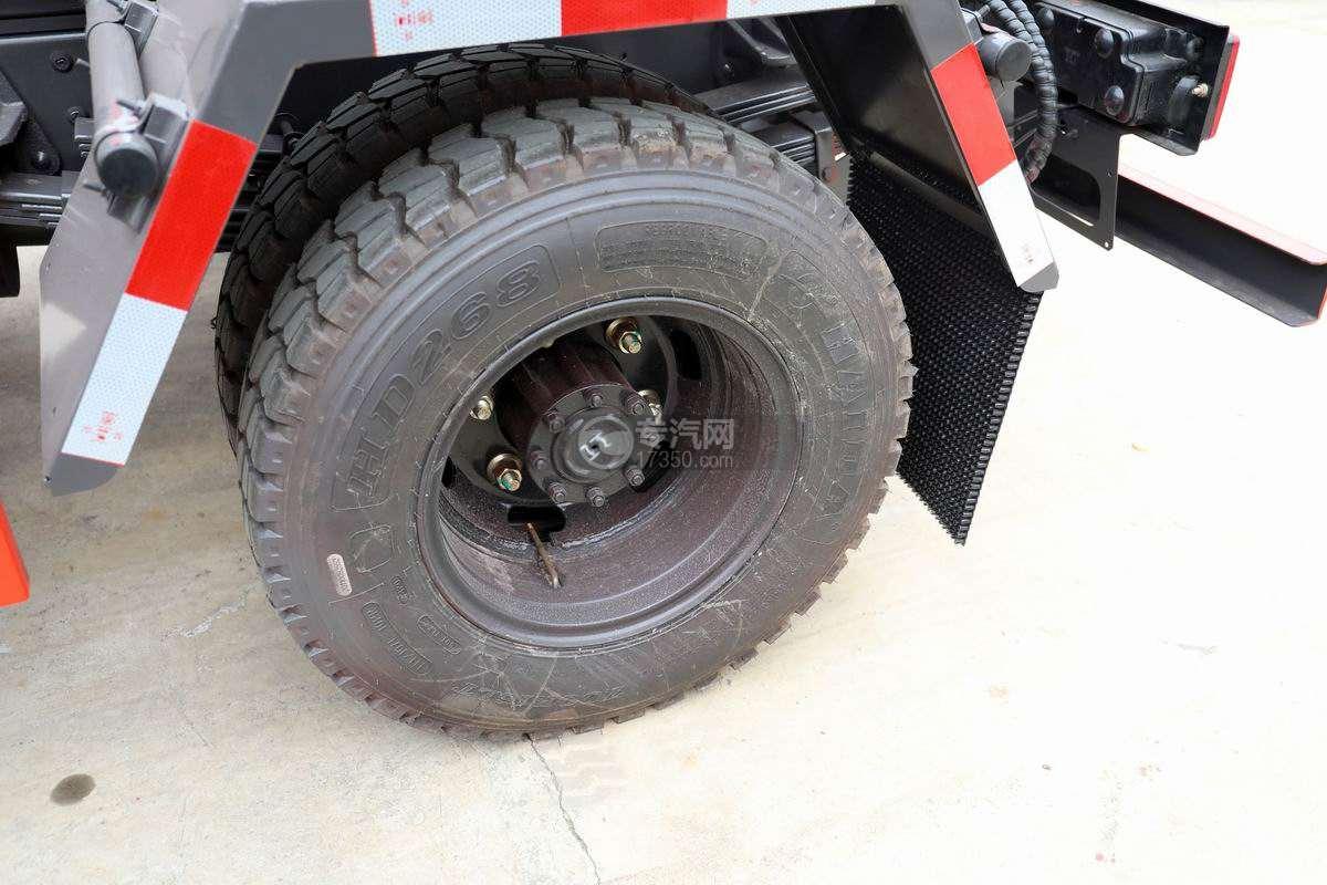 南骏新款国六车厢可卸式垃圾车轮胎