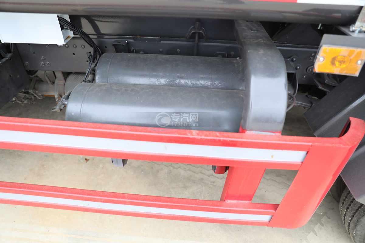 东风多利卡D6国六4方绿化喷洒车储气罐