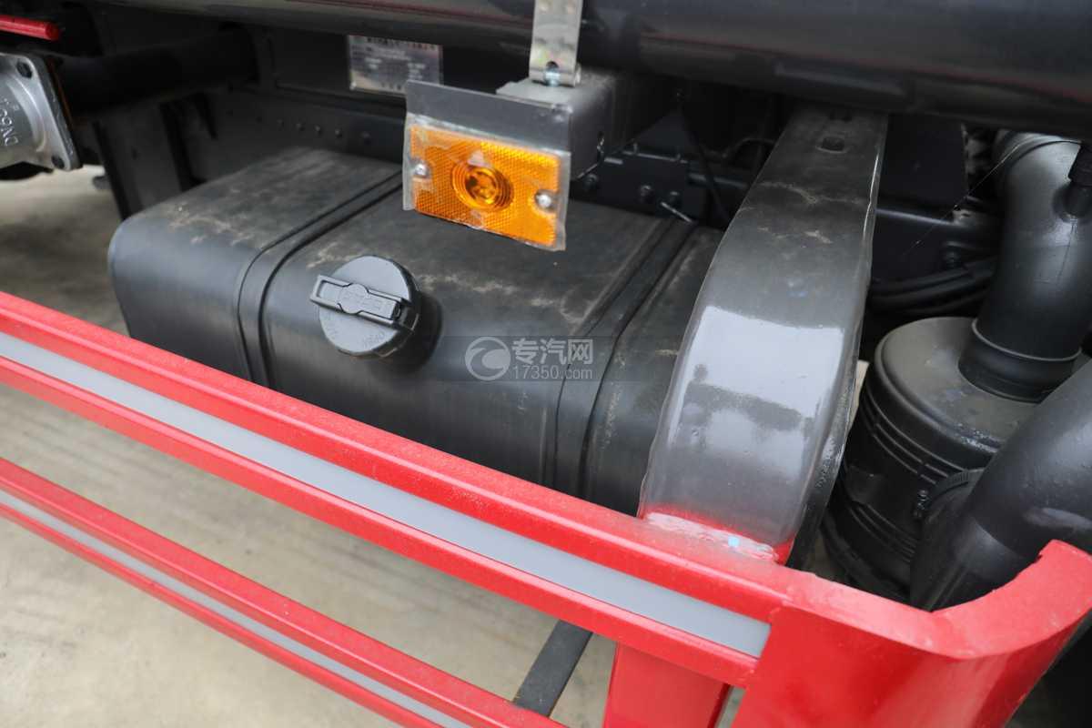 东风多利卡D6国六4方绿化喷洒车油箱