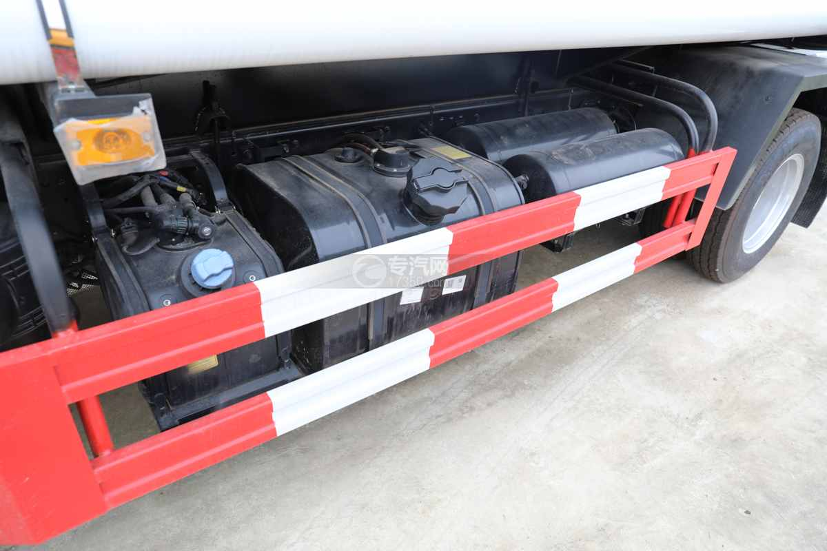 东风福瑞卡F6国六4方绿化喷洒车油箱