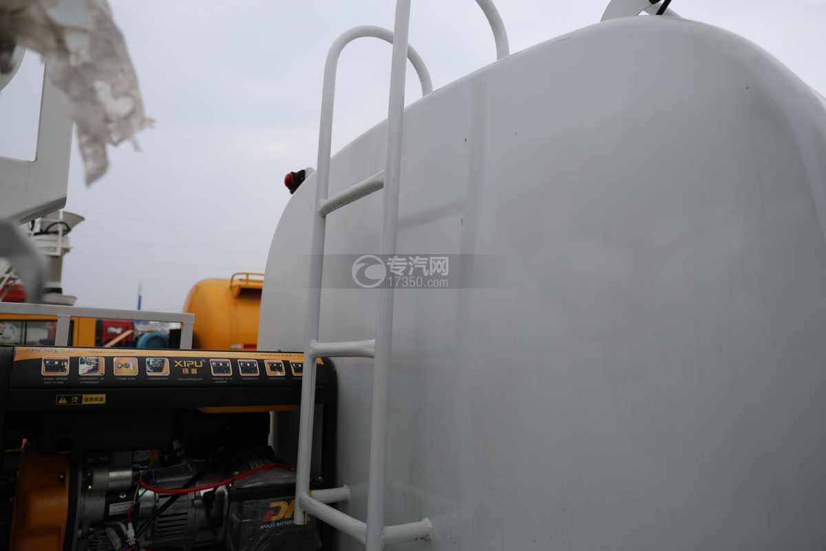 东风福瑞卡F6国六4方绿化喷洒车爬梯