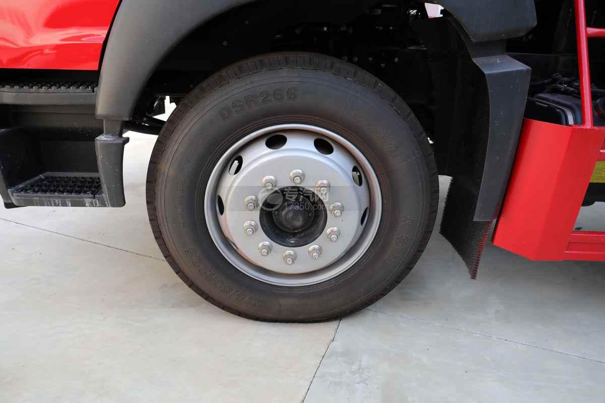 重汽豪沃单桥国六10.71方消防洒水车轮胎
