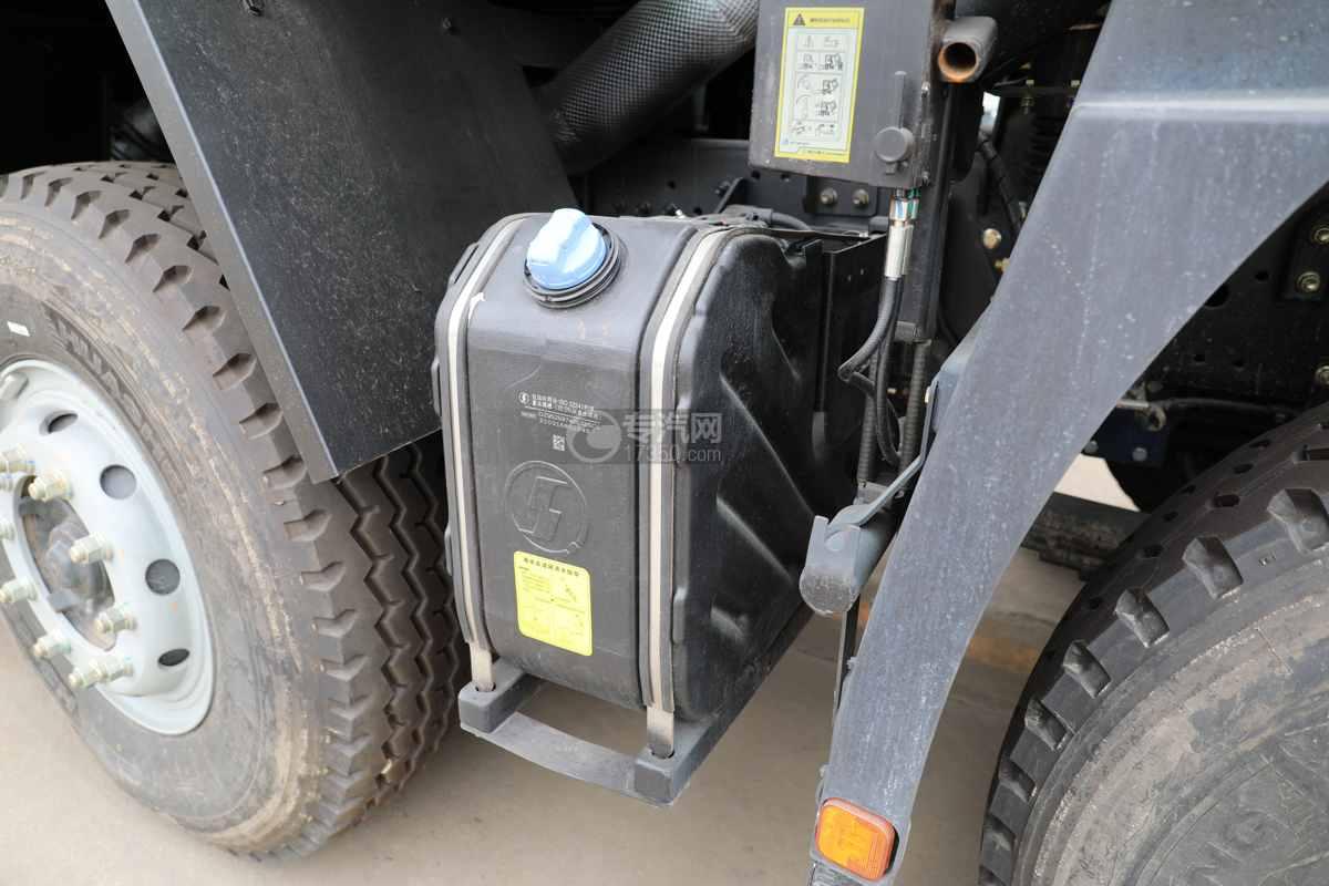 陕汽德龙新M3000前四后八国六40方绿化喷洒车带电子炮尿素罐