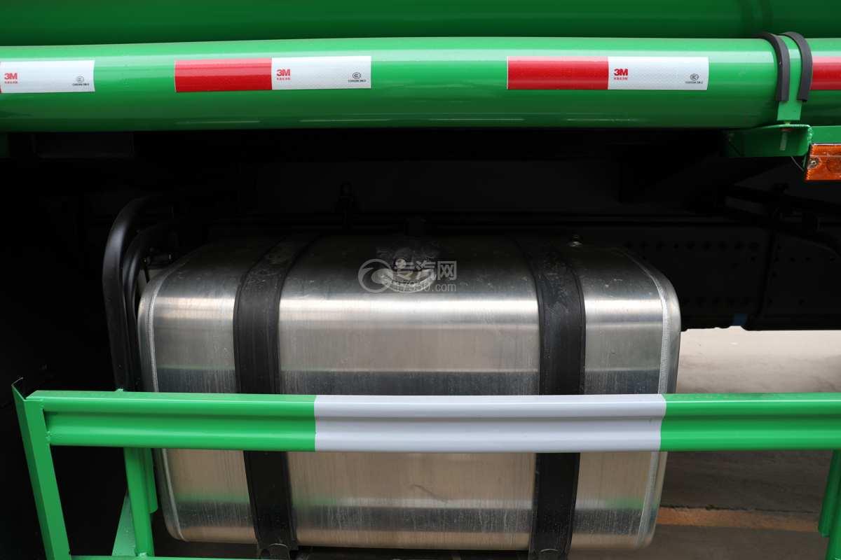 陕汽德龙新M3000前四后八国六40方绿化喷洒车带电子炮油箱