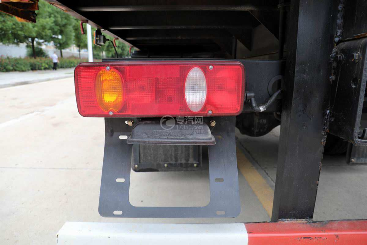 湖北大运G6单桥国六4吨折臂随车吊尾灯