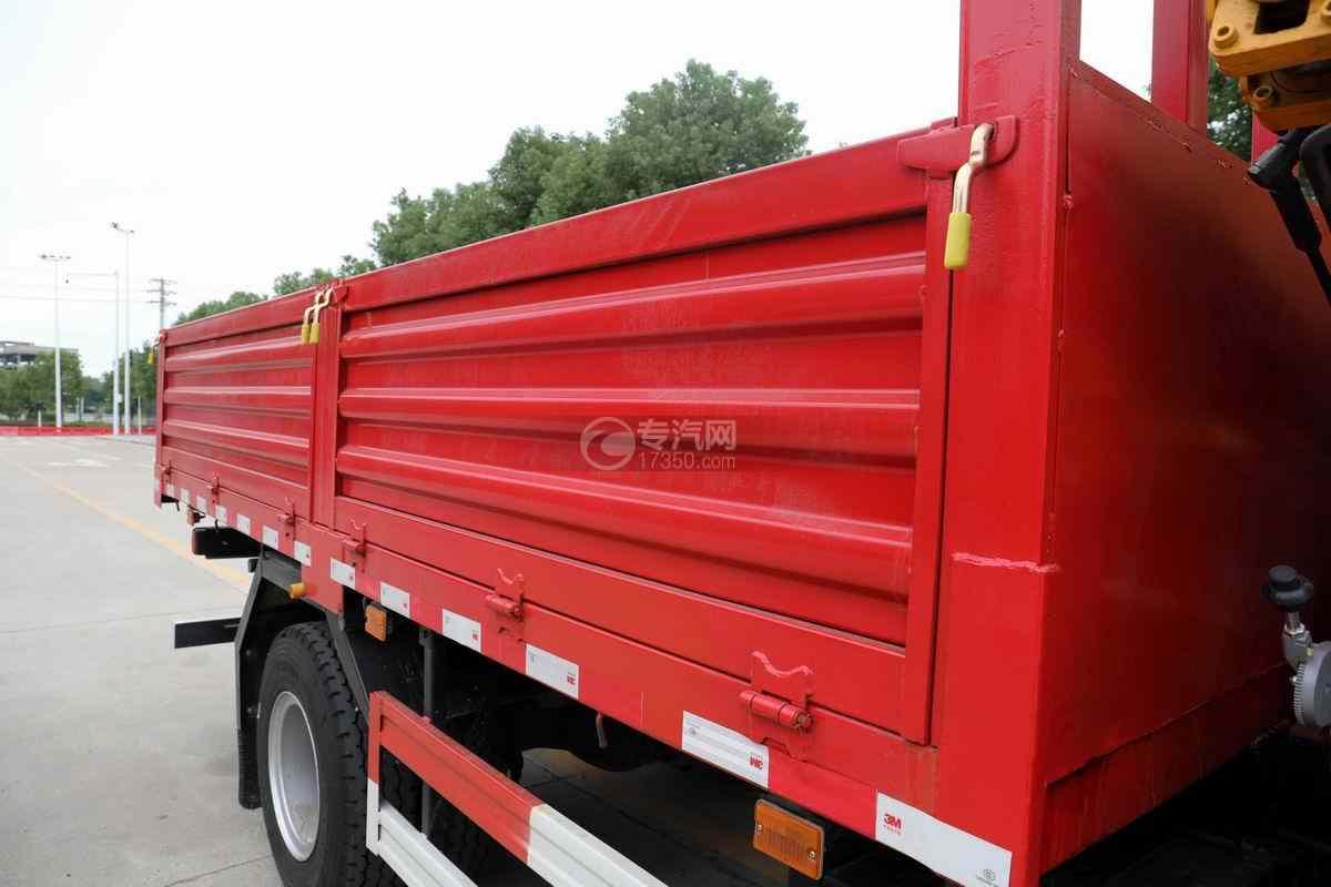 湖北大运G6单桥国六4吨折臂随车吊货箱细节