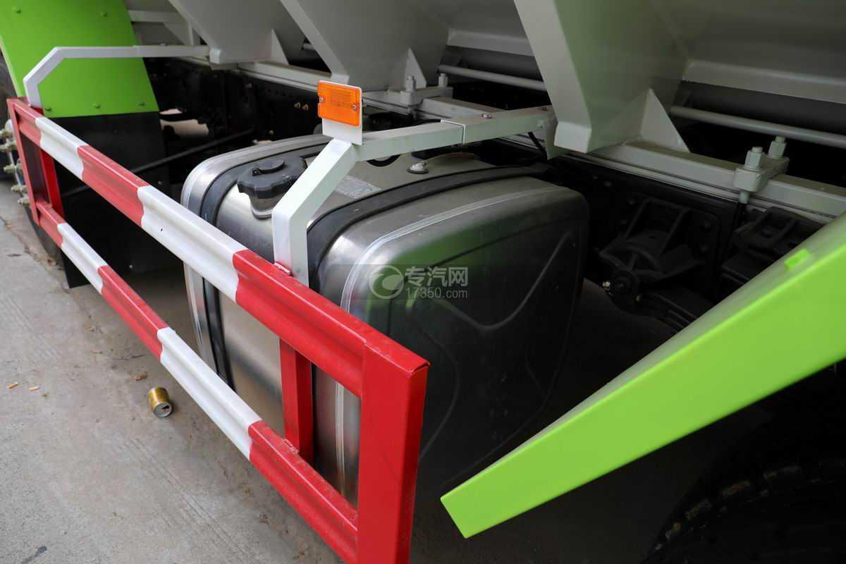 东风华神T5小三轴国六散装饲料运输车油箱