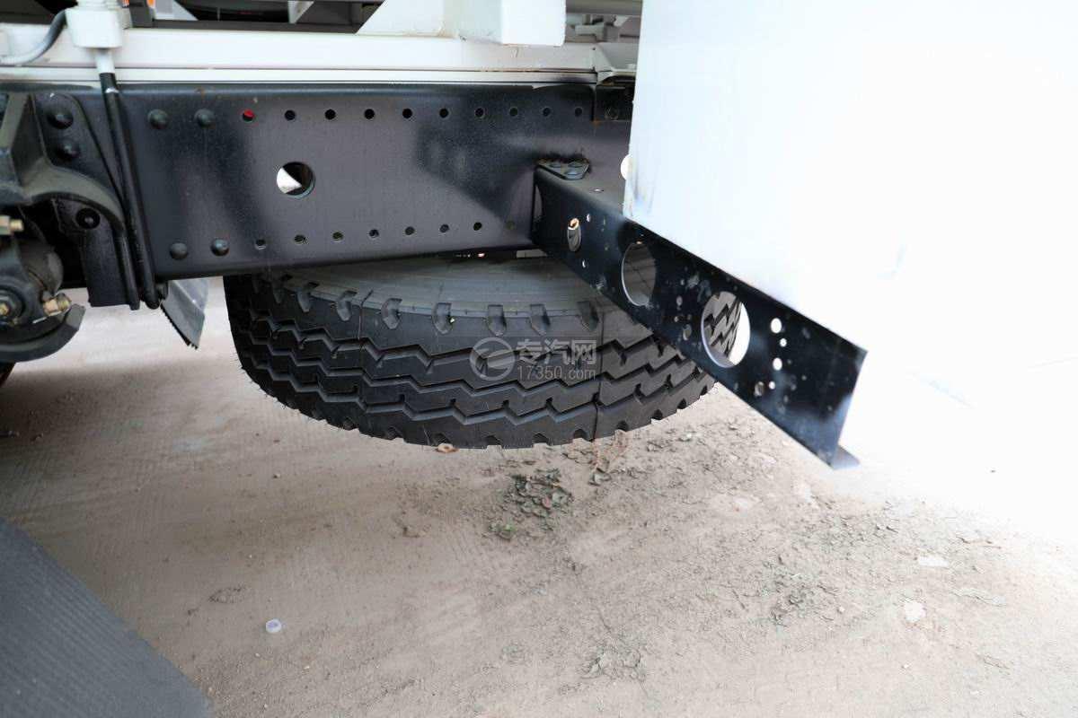 东风华神T5小三轴国六散装饲料运输车备胎