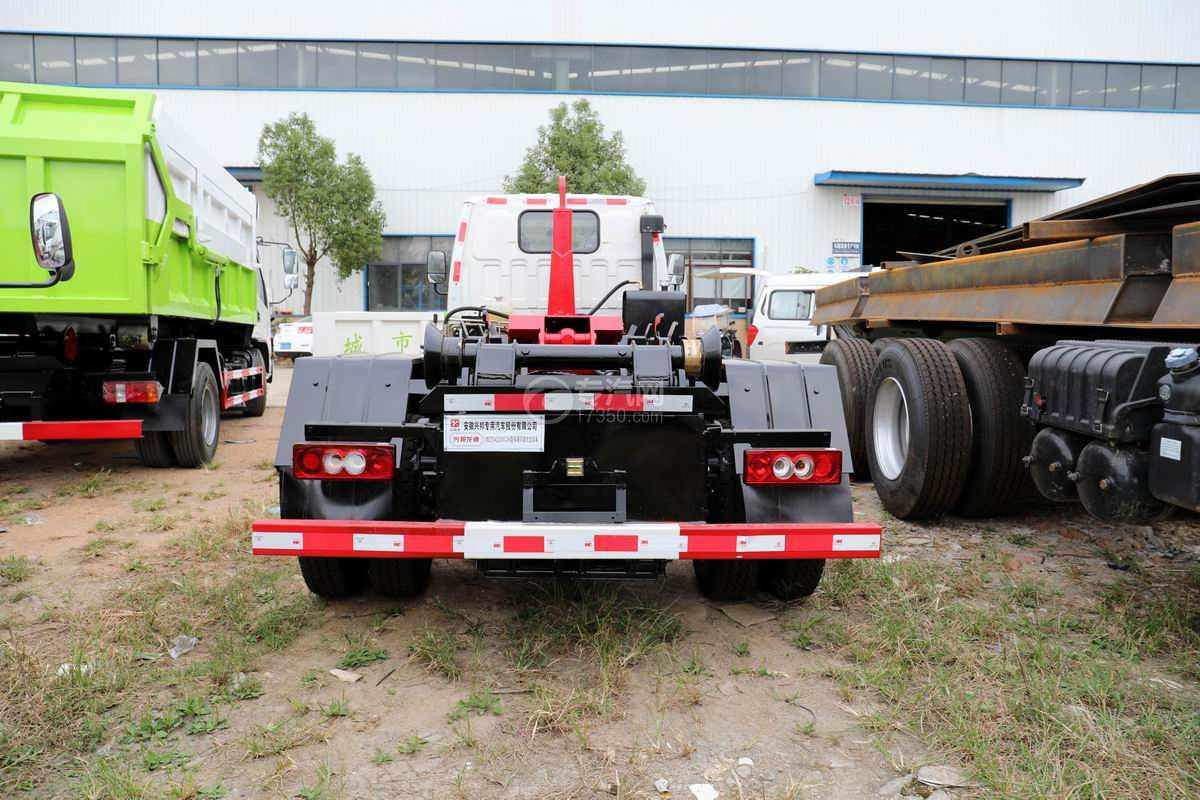 一汽红塔解放霸玲国六车厢可卸式垃圾车正后方图