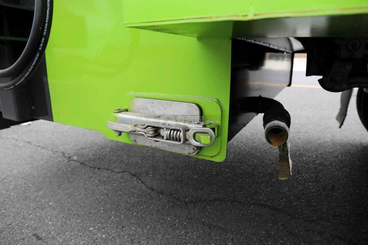 大运奥普力单排国六压缩式垃圾车排污口