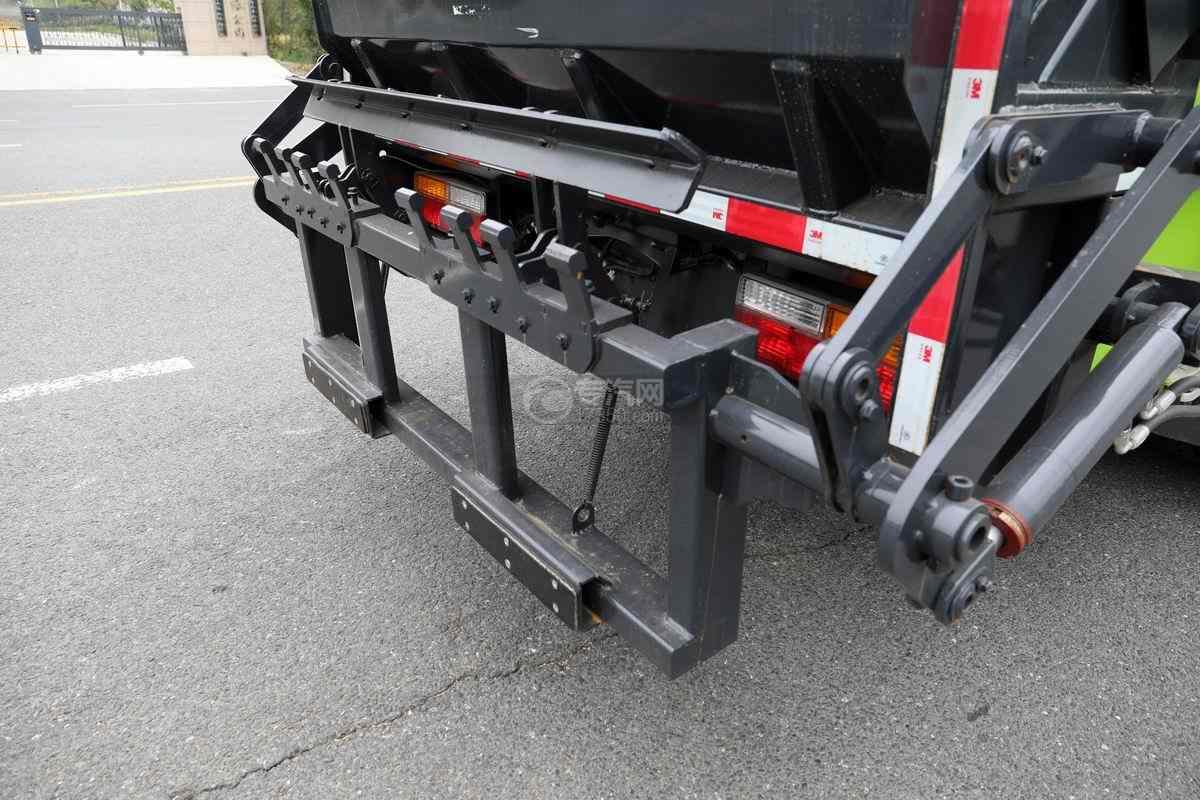 大运奥普力单排国六压缩式垃圾车挂桶装置