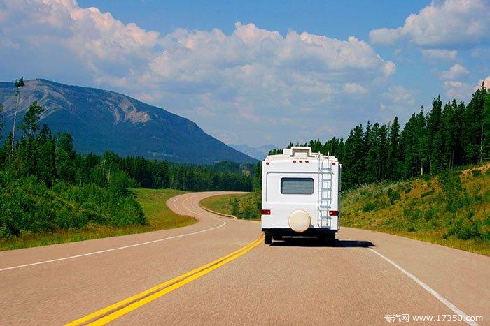 旅途中要特别注意行车安全