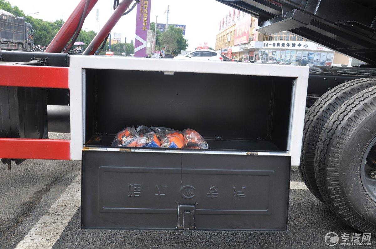 东风多利卡一拖二清障车工具箱2