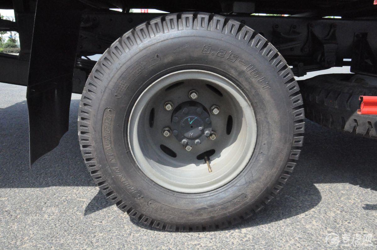 解放J6一拖二清障车轮胎