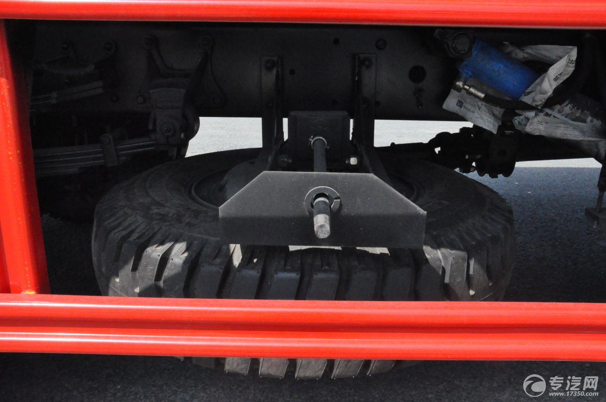 解放J6一拖二清障车备胎