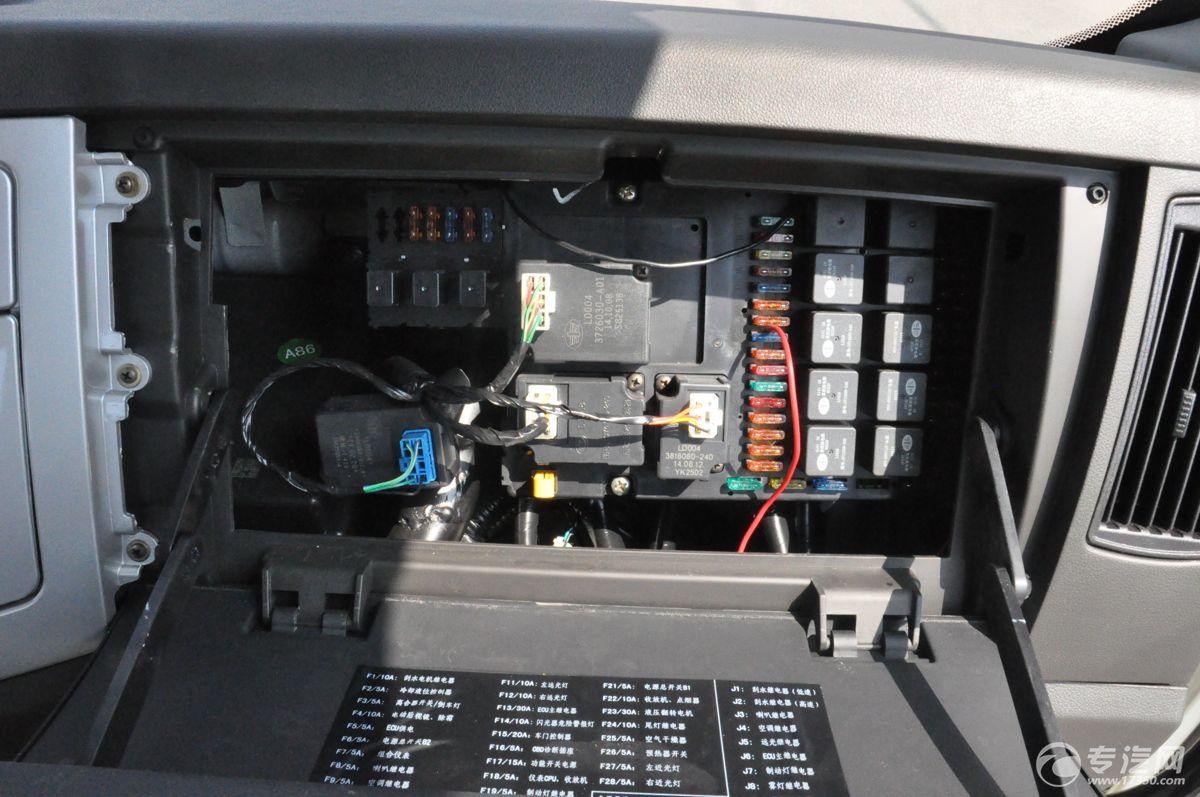 解放J6一拖二清障车保险安装示意图