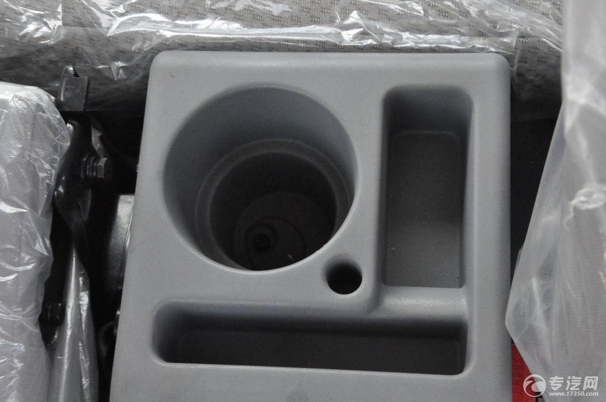 解放J6一拖二清障车水杯槽