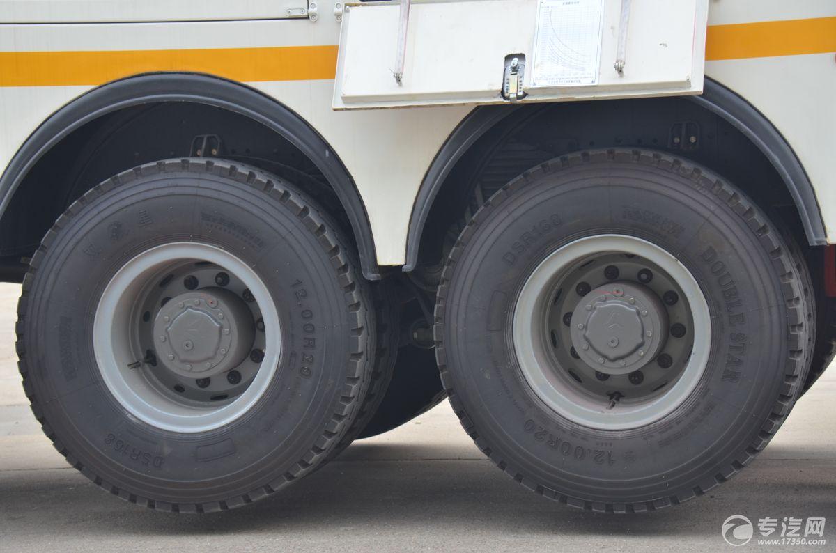 重汽豪沃拖吊分离360°全回转清障车轮胎