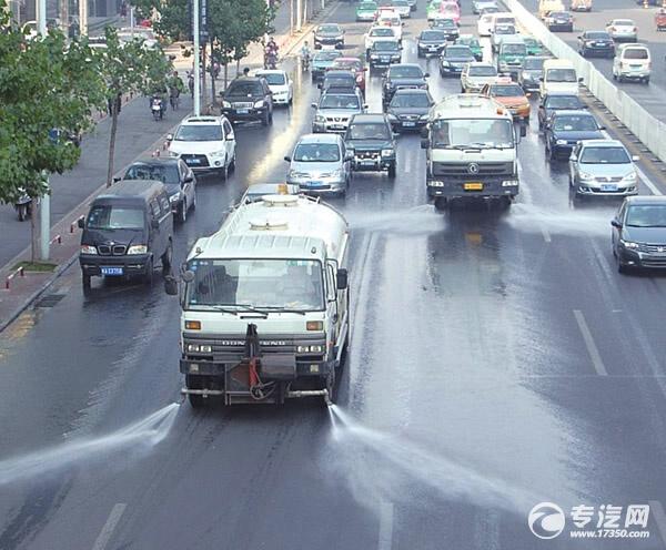 洒水车不再洗路添堵 机扫车和吸扫车来保洁