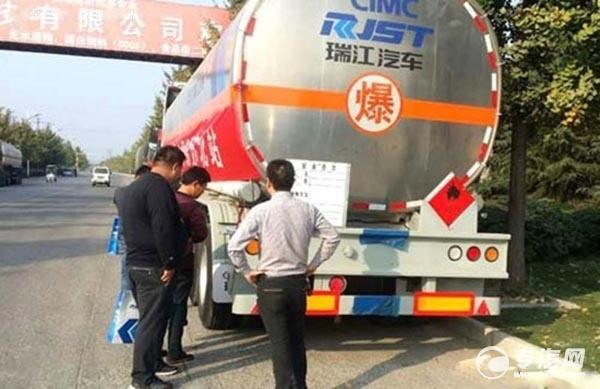 客户观展品瑞江铝合金液罐车