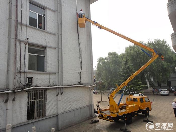 高空作业车清理墙面