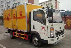 重汽豪沃易燃气体厢式运输车