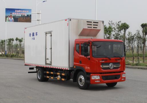 东风多利卡D9冷藏车(厢长7.68米)